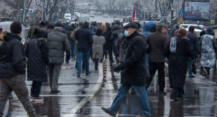 Protest rally in Yerevan: Protesters block streets