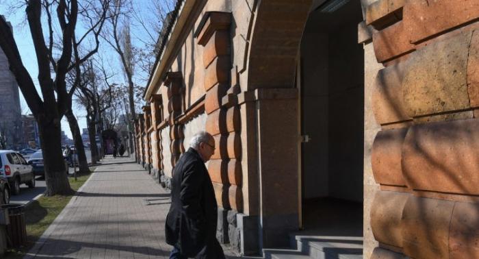 Ermənistan prezidenti müxalifətlə görüşdü