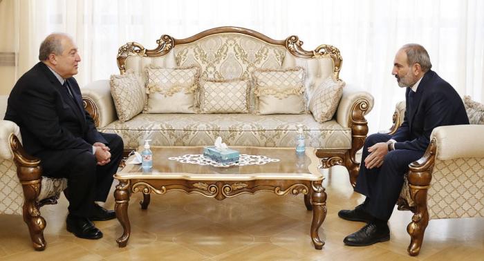 Paşinyan Armen Sarkisyanla görüşdü