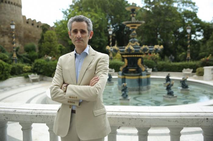 السفير الفرنسي يلتقي فرئيس مجلس الإدارة للوكالة الأذربيجانية لمكافحة الألغام