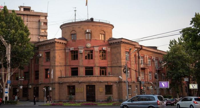 Paşinyanın əleyhdarları mərkəzi bələdiyyə binasına soxulublar