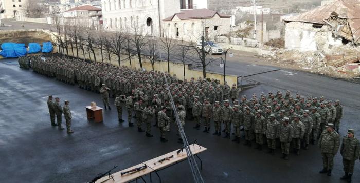 Ehtiyata buraxılan hərbi qulluqçular yola salındı -  FOTOLAR