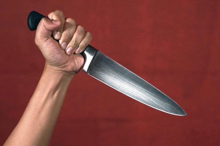 Bakıda kişi gəlinini bıçaqladı