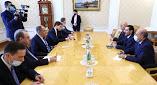 مستشاره يكشف محاور مناقشات الحريري مع الجانب الروسي