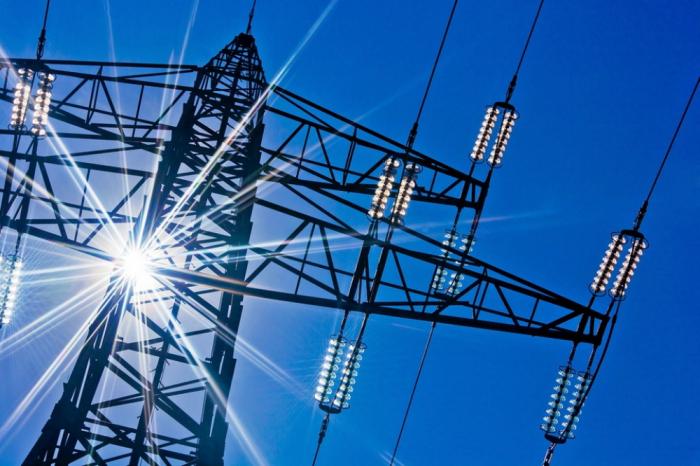 Les travaux sur la mise en place de lignes électriques et la construction d