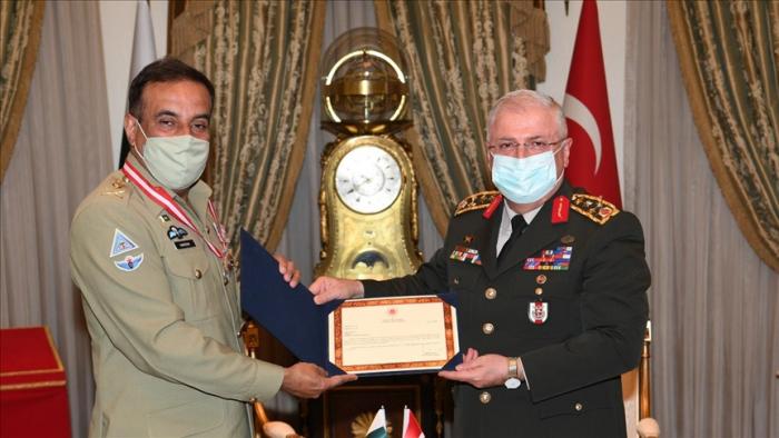 Top Pakistani general receives Turkish military award