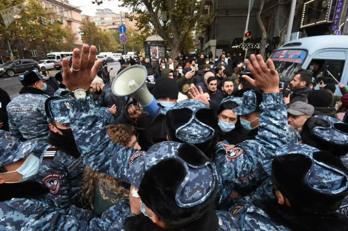 Los padres de los soldados armenios exigen la retirada inmediata de sus hijos de Karabaj