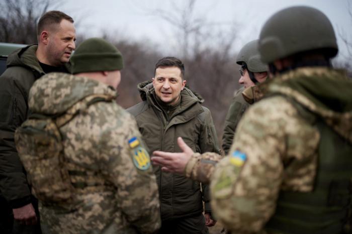 Biden offers Ukraine support in Ukraine