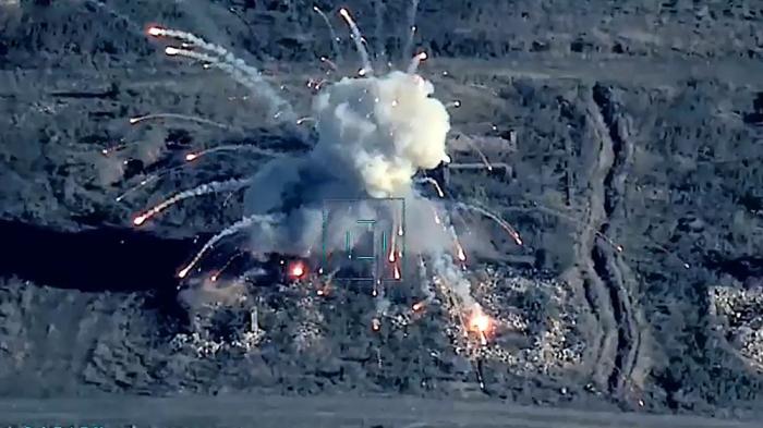 Luftwaffe Aserbaidschans zerstört die Ziele der armenischen Armee während des Vaterländischen Krieges -   VIDEO