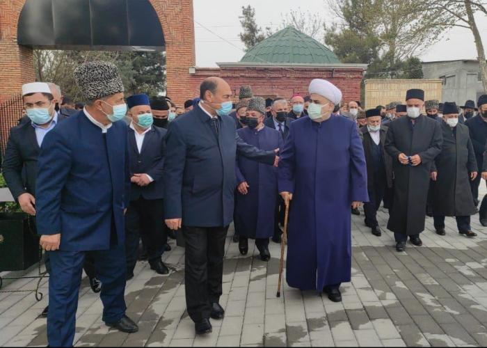 Los líderes religiosos realizan una visita a Agdam