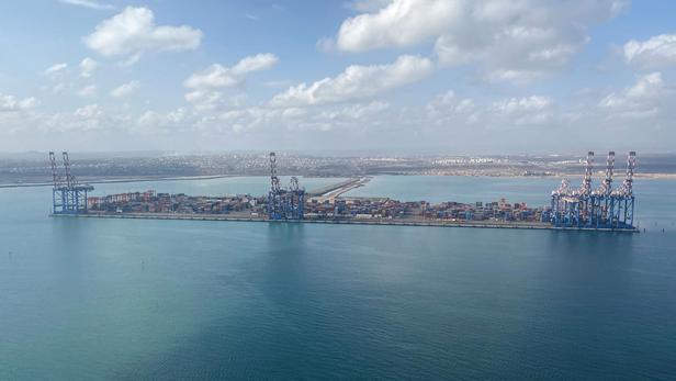 Un navire iranien «légèrement endommagé en mer Rouge» par une explosion