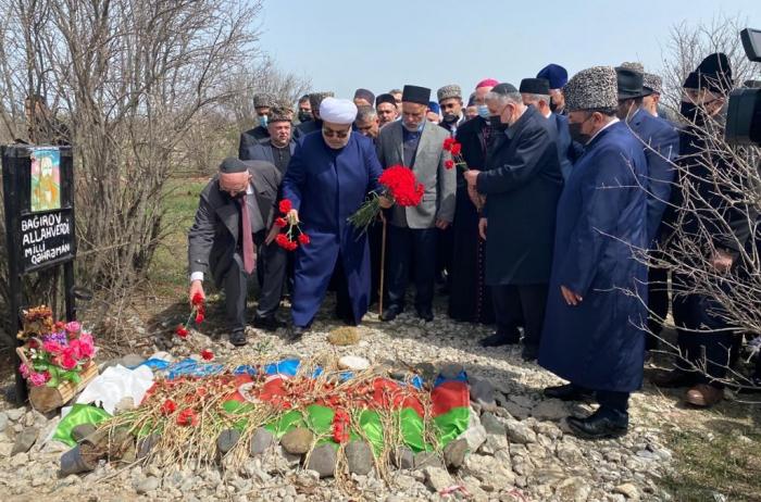 Religiöse Persönlichkeiten Aserbaidschans besuchen die Allee der Märtyrer in Agdam