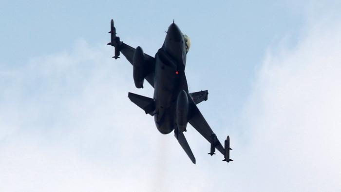 Un caza F-16 se estrella en el centro de Turquía