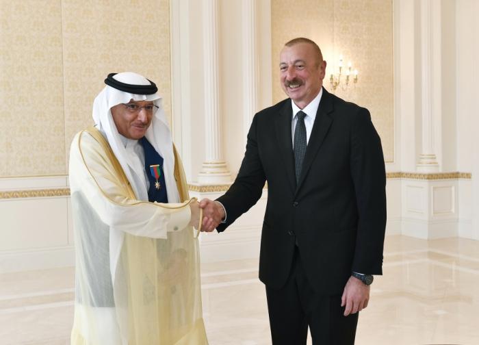 Ilham Aliyev recibe al Secretario General de la OCI