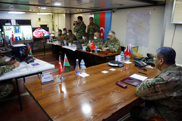 Azerbaijani, Turkish Ministers of Defense observe joint activity of automated control systems