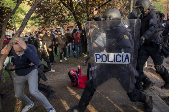 Los disturbios de Vallecas por el mitin de Vox dejan 35 heridos