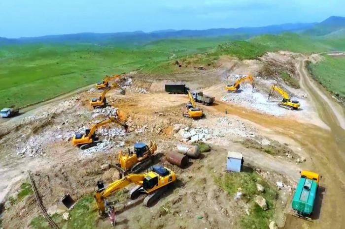 La construction de la routeHadrout-Djabraïl-Chukurbayli se poursuit