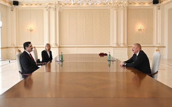 El presidente Ilham Aliyev recibe al embajador turco