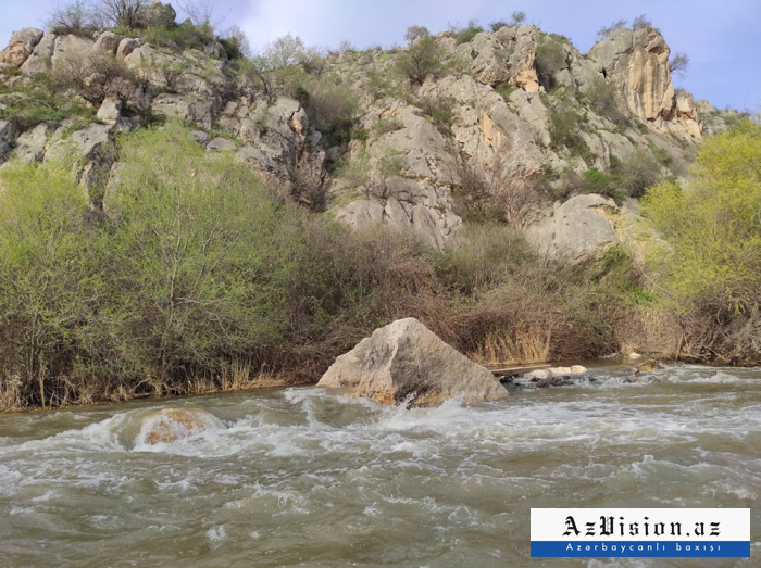 Terreur écologique:  Des Arméniens polluent délibérémentla rivière Oxtchoutchay -  PHOTOS