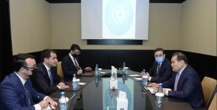Hikmet Hadjiyev rencontre le secrétaire général du Conseil turcique