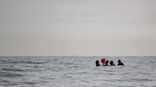 Quatre embarcations, avec 84 migrants à bord, secourues au large du littoral français