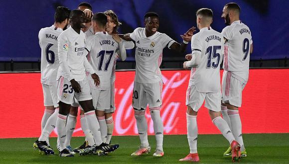 Real Madrid vence a Barcelona y se apodera del liderato de la liga española