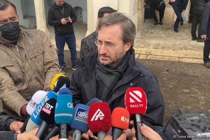 """""""Lo que vemos en Agdam es una barbarie única"""" -  Fahrettin Altun"""