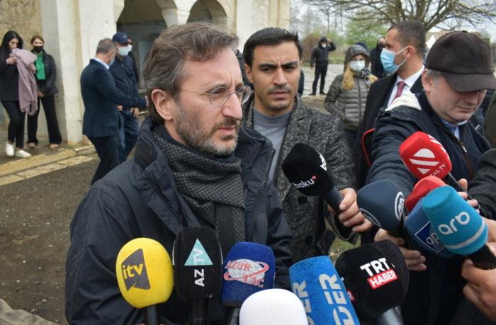 Fahrettin Altun bekräftigt die Bereitschaft der Türkei, sich an der Entwicklung der Region Karabach zu beteiligen