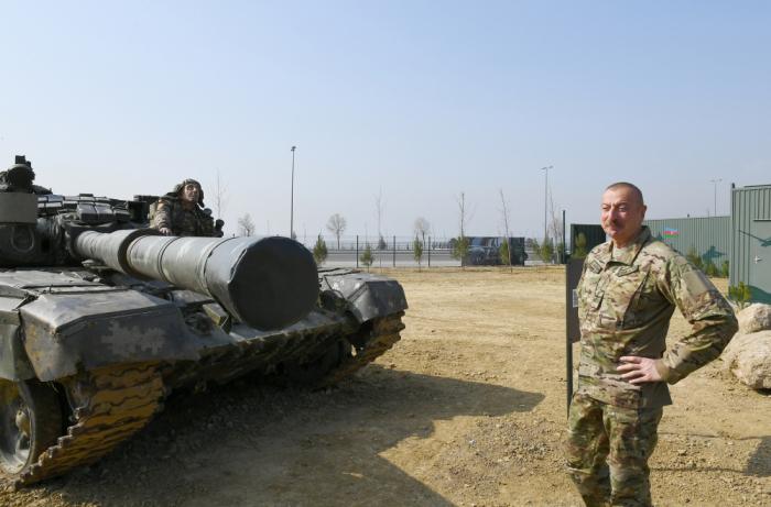 إلهام علييف في افتتاح حديقة المعدات الغنائمية العسكرية في باكو - صور + فيديو