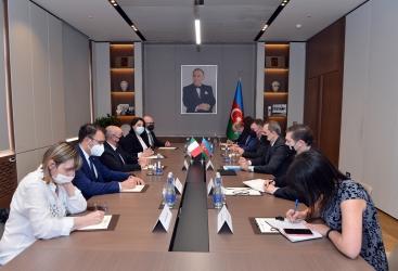 مناقشة آفاق التعاون في مجالات الاقتصاد والطاقة والمجال الانساني بين اذربيجان وإيطاليا