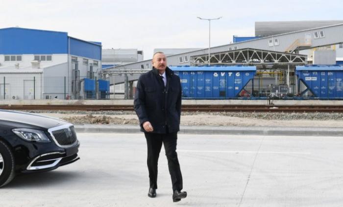 Presidente Ilham Aliyev inaugura el Parque de Trofeos Militares en Bakú