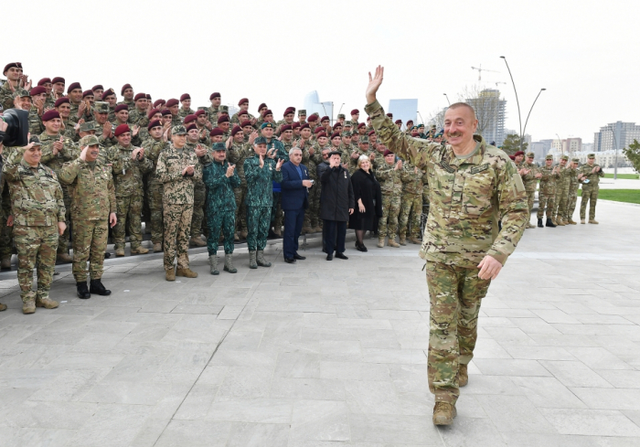 Azerbaijan's Supreme Commander-in-Chief meets with awarded servicemen –  PHOTOS