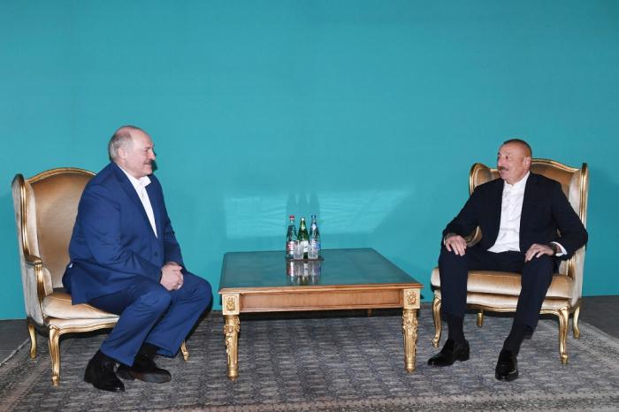 Präsidenten von Aserbaidschan und Belarus halten ein inoffizielles Treffen ab