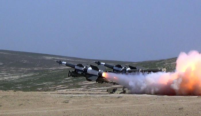 Aserbaidschans Fla-Raketentruppen führen Scharfschießübungen durch -  VIDEO