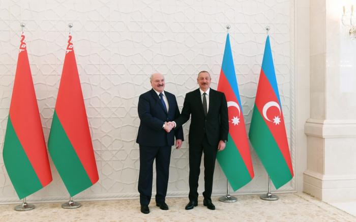 Präsidenten von Aserbaidschan und Belarus halten ein Einzelgespräch ab