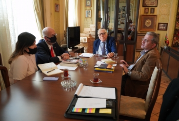 El embajador de México visita la Unión de Escritores de Azerbaiyán