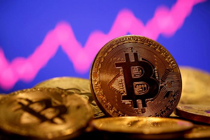 Bitcoin vuelve a batir su récord y se acerca a los USD 65.000 de la mano de la salida a Bolsa de una de las mayores plataformas de criptomonedas
