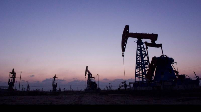 Oil prices steady near one-month highs