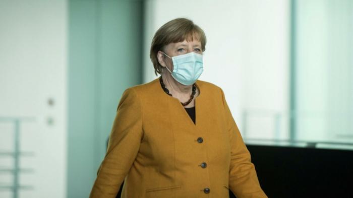"""Merkel """"AstraZeneca"""" vaksini ilə peyvənd olundu"""