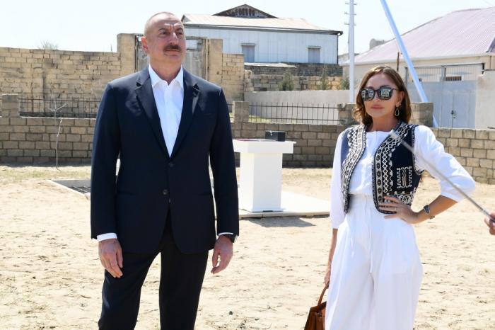 الرئيس الأذربيجاني والسيدة الأولى في بلدة بيرشاغي -  صور