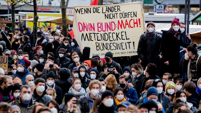 Zehntausend Berliner demonstrieren