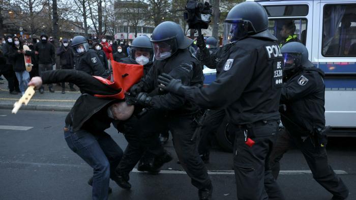 "Tausende Menschen demonstrieren in Berlin gegen   ""Mietenwahnsinn"""
