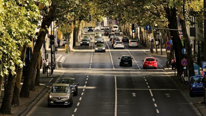 EU-Automarkt nimmt Fahrt auf:     87 Prozent mehr Neuzulassungen im März als ein Jahr davor
