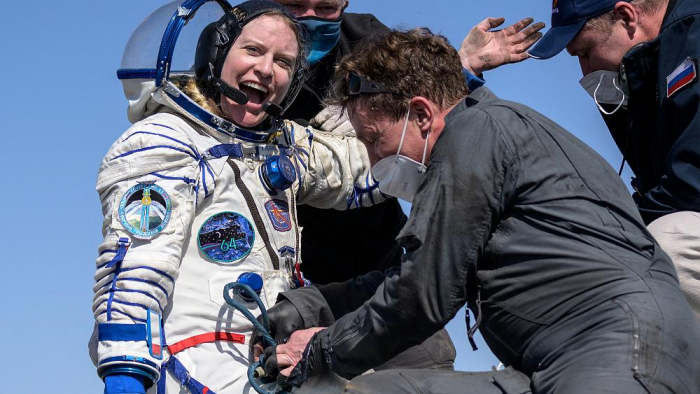 Astronauts return from ISS, land on Kazakh steppe -   NO COMMENT