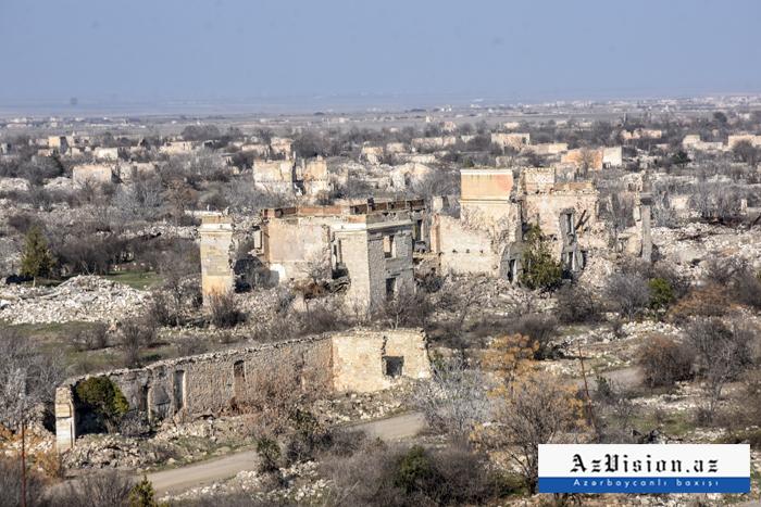 Des Arméniens ont détruitplus de 400 monuments dans les territoires azerbaïdjanais