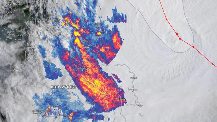 El tifón Surigae cobra fuerza y se acerca peligrosamente a Filipinas