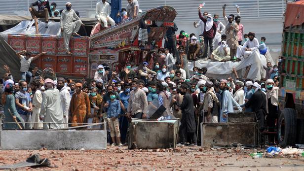 Lahore: au moins sept policiers pakistanais pris en otage par des manifestant anti-France
