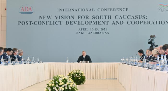 Des médias étrangers couvrentle discours du président azerbaïdjanais dans une conférenceà l