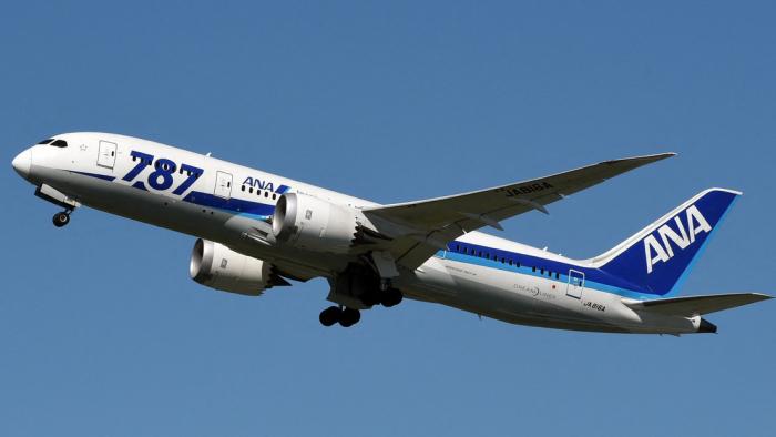 Un Boeing 787-800 japonés aterriza de emergencia en Rusia después de que su piloto sufriera un derrame cerebral en pleno vuelo