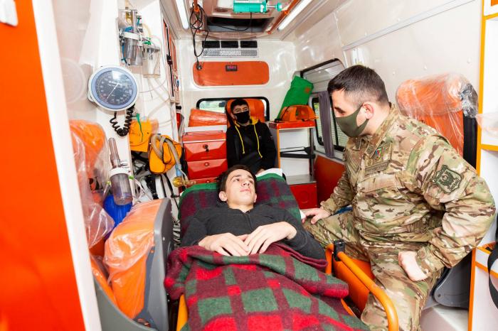 """El Fondo """"YASHAT"""" envía a otros 12 veteranos gravemente heridos en la Guerra Patria a Turquía para el tratamiento - FOTOS"""